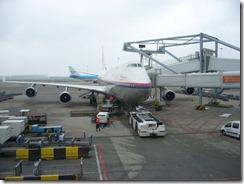 Air Malasian kone on niin iso että sinne ladataan ihmisiä sisään kahdesta tuubista