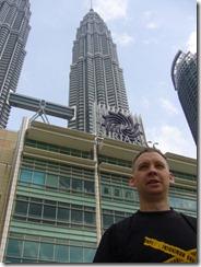 Juha ja taustalla Petronas Twin towers