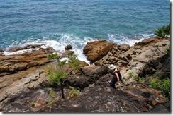 Jyrkkä alastulo rannalle