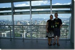 Krista ja Juha Petronas Twin towerin skybridgellä