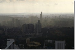 Menara KL, sade tulossa yli Kuala Lumpurin