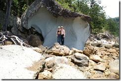 Pakollinen kuva siistin kiven edessä