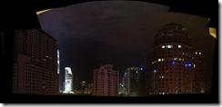 Panoraama hotellimme ikkunasta yöllä