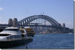 Sydneyn sataman silta, tämän yli Juha kävelee huomenna